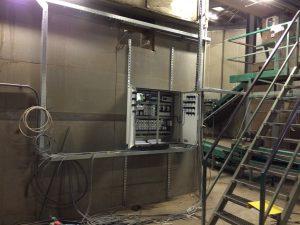 Installeren besturingskast op locatie en inbedrijf stellen